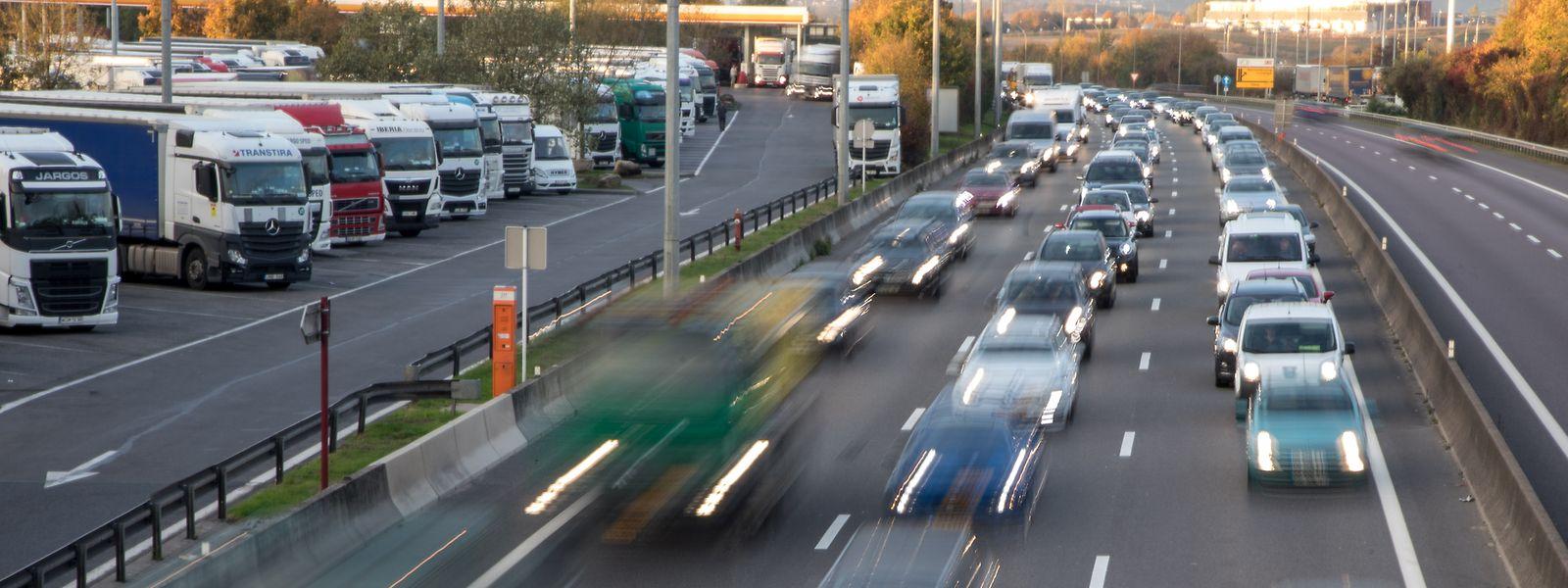 La 3e voie créée sur les 12 km devrait être dédiée au covoiturage et aux transports en commun.