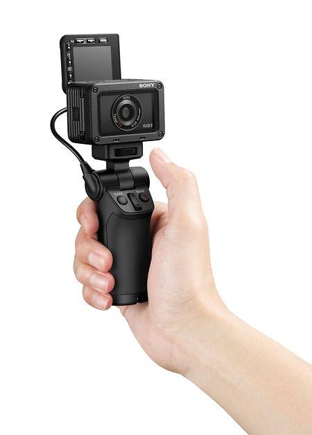 Im Paket enthalten - und das wird vor allem Vlogger freuen: ein Shooting Grip.