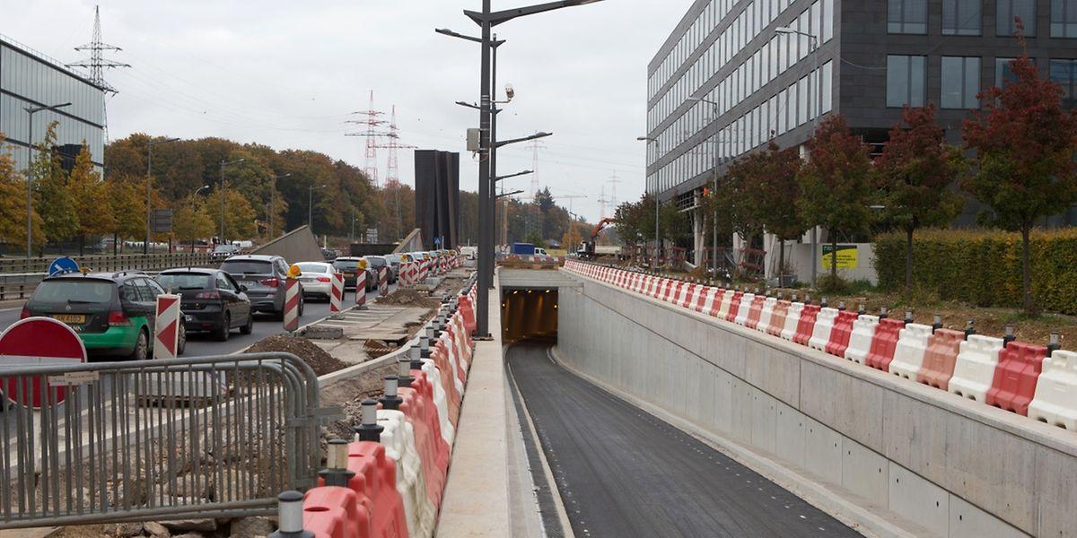 Autofahrer aus Richtung Stadtzentrum kommend gelangen über die neue Fahrspur mitsamt Tunnel direkt auf die A1/A6 Richtung Gaspericher Kreuz.