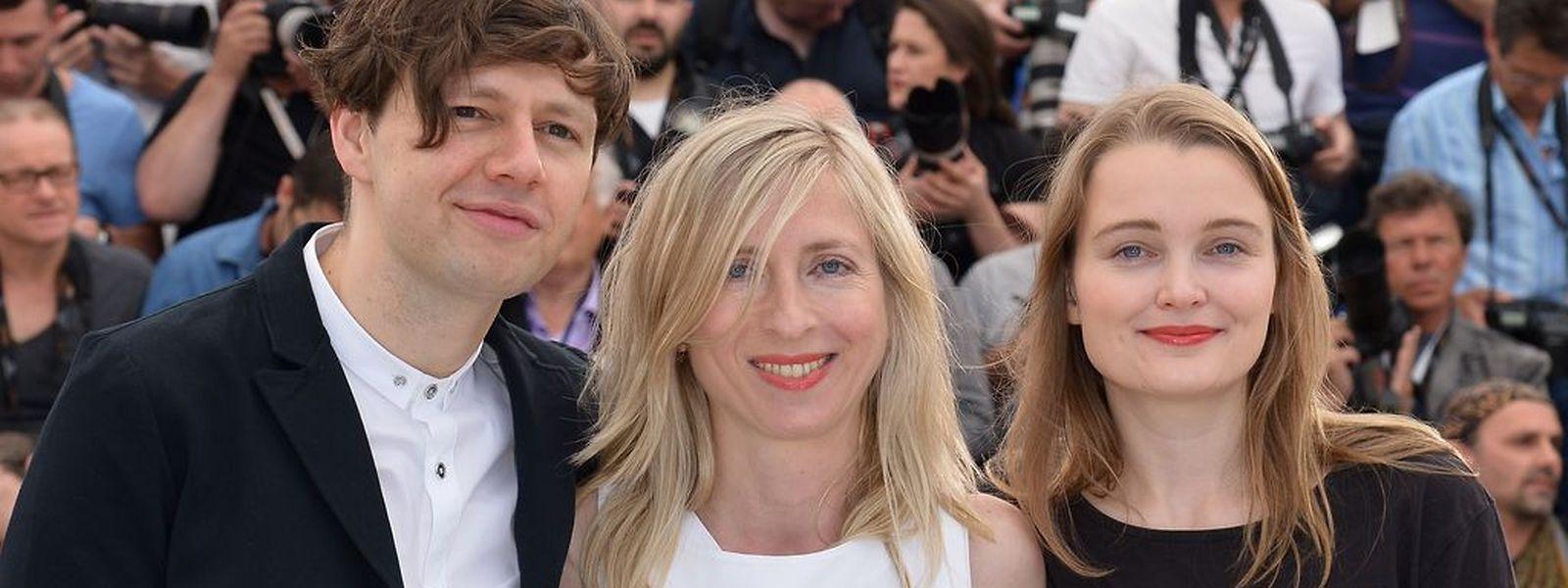 """L'acteur allemand Christian Friedel, la réalisatrice autrichienne Jessica Hausner  et l'actrice allemande Birte Schnoink lors du Photocall de """"Amour Fou"""" à Cannes."""