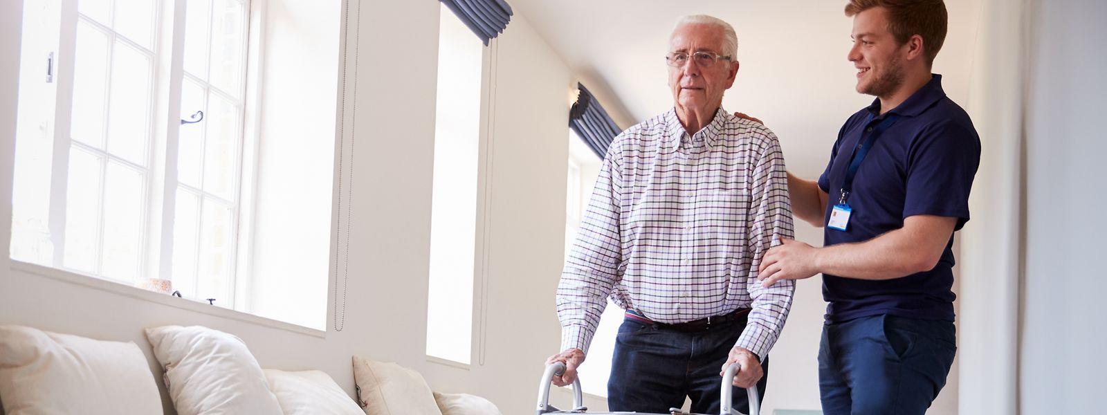 Nach einer ersten Schulung wurde ein Projekt ins Leben gerufen, bei dem Jugendliche ältere Menschen in einem Altenheim besuchen. Nun folgte ein weiterer Lehrgang, der es den Teilnehmern erlauben soll, künftig selbst junge Projektleiter auszubilden.