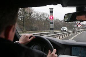 Radar auf der A4. Geschwindigkeitsüberwachung. Photo Guy Jallay
