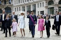 Belgium's King Philippe (4th R) and Queen Mathilde (5th R) wave as they leave a religious service (Te Deum) with their children (L-R) Prince Gabriel, Princess Eleonore, Crown Princess Elisabeth and Prince Emmanuel at the Sainte-Gudule cathedral in Brussels July 21, 2015. Belgium celebrates its National Day on Tuesday. REUTERS/Francois Lenoir