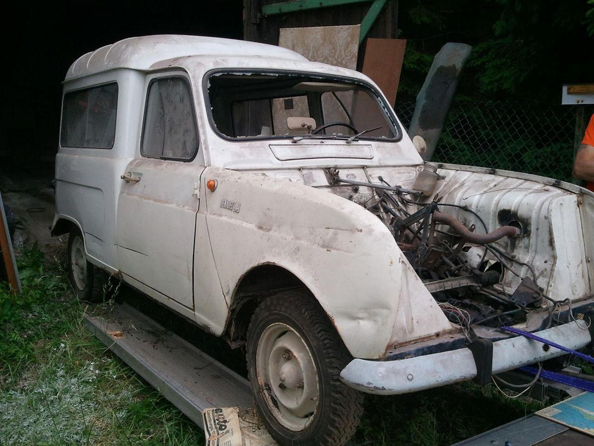 In diesem beklagenswerten Zustand war das Auto vor der Renovierung.