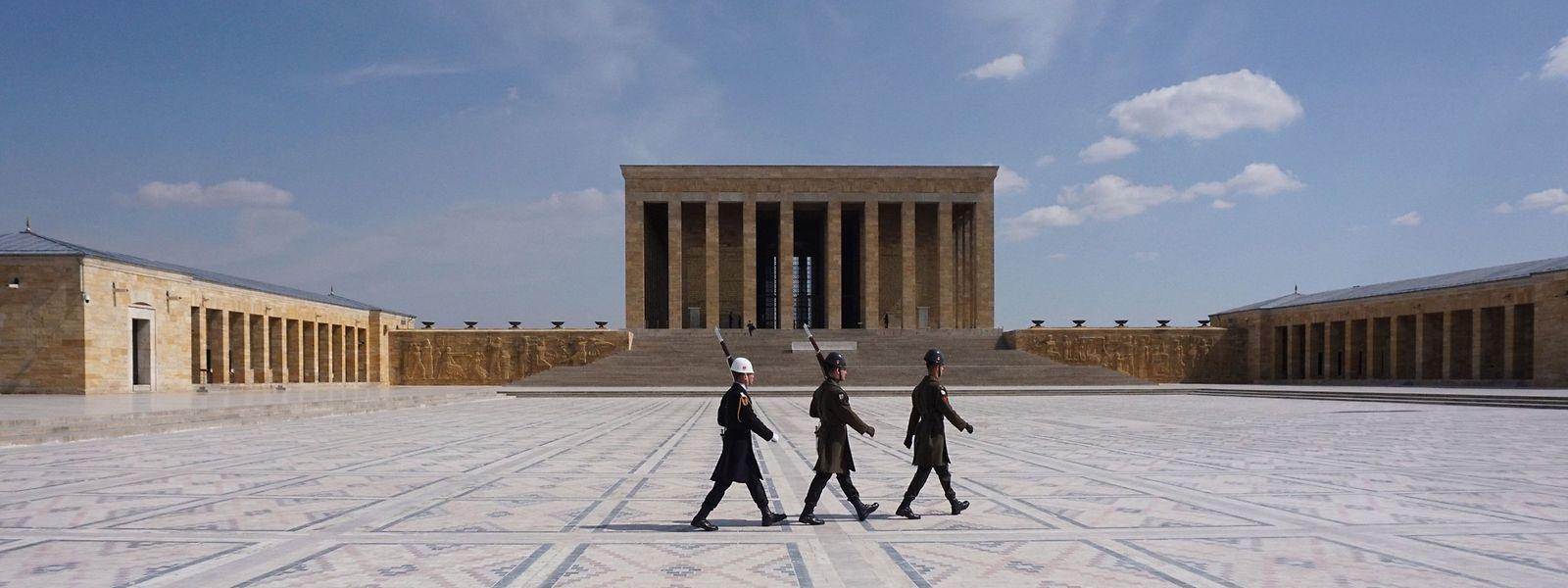 Soldaten vor dem Mausoleum von Staatsgründer Mustafa Kemal Atatürk in Ankara.