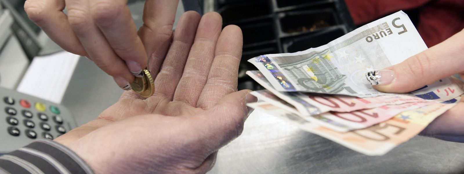 Zahlungen mit Bargeld sollten so weit wie möglich vermieden werden.