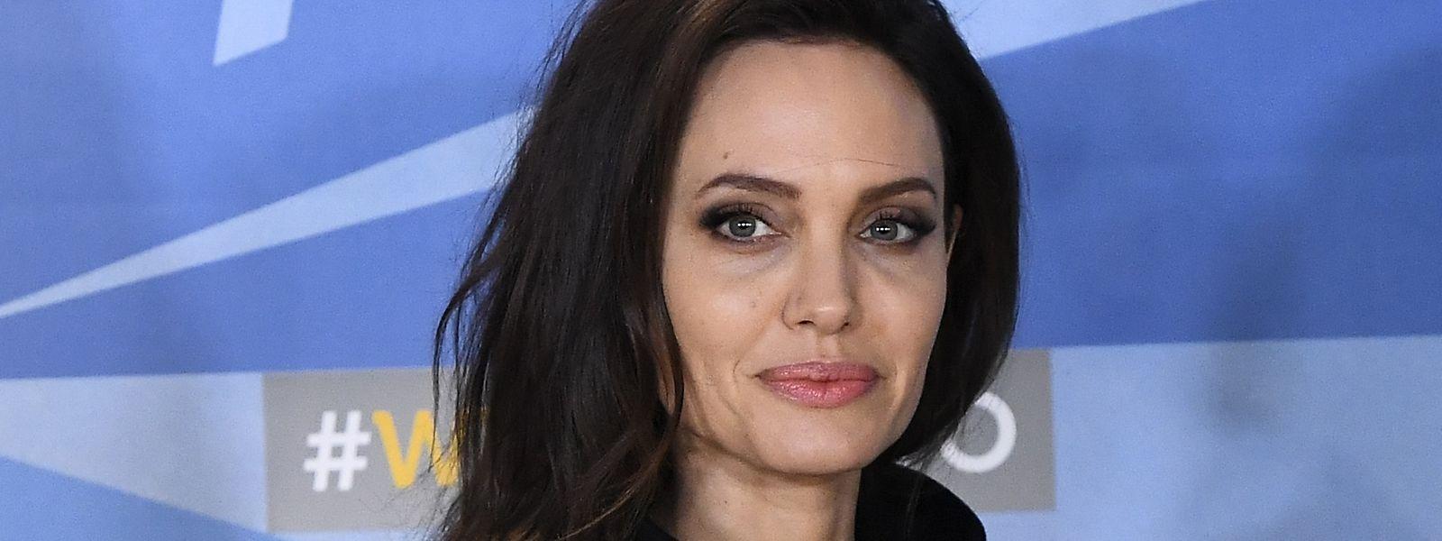 Schauspielerin Angelina Jolie hat mit einer Spende zwei Grundschüler aus London überrascht.