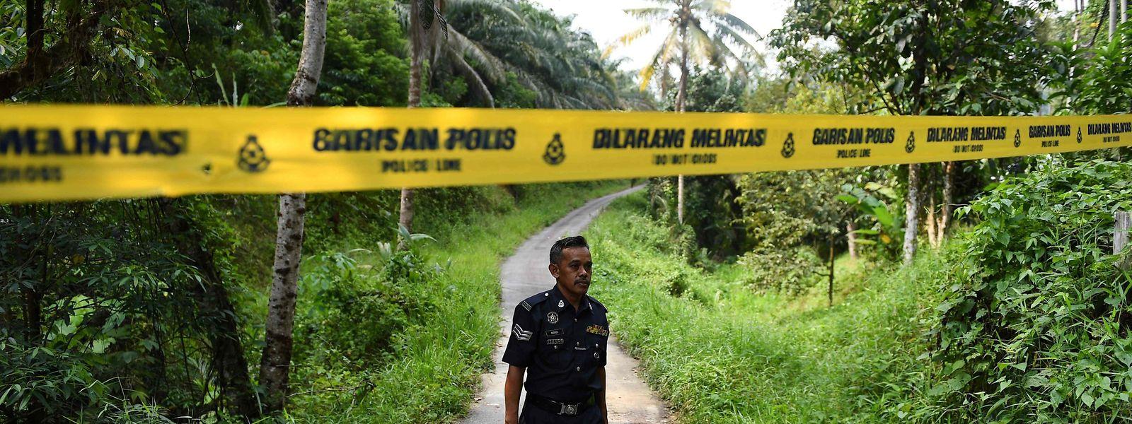 Ein Polizist am Fundort der Leiche.