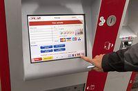 L'achat d'un ticket de transport: un geste que les usagers des CFL n'auront plus besoin d'accomplir dès le 1er mars pour les trajets intérieurs, à l'exception des voyages en première classe