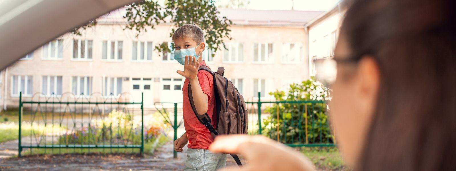 A l'école, le masque a été rendu obligatoire par le gouvernement français pour tous les adultes, sauf en maternelle, et tous les élèves, à partir de la 6e.Maintenant au tour des parents et passants thionvillois de s'adapter.