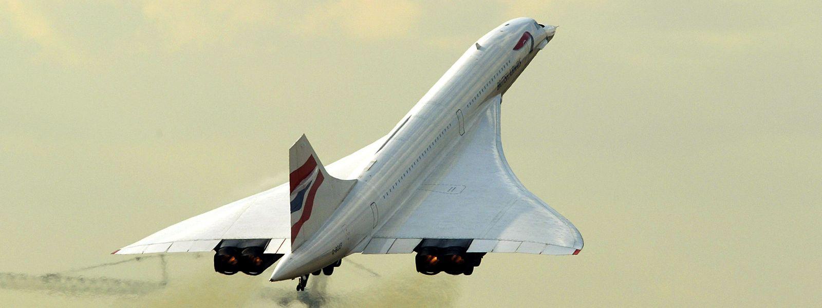 Am 24. Oktober 2003 hebt eine Concorde vom Flughafen London Heathrow ab, bevor der Betrieb der kostspieligen Zivilmaschinen am 26. November des gleichen Jahres schließlich eingestellt wird.