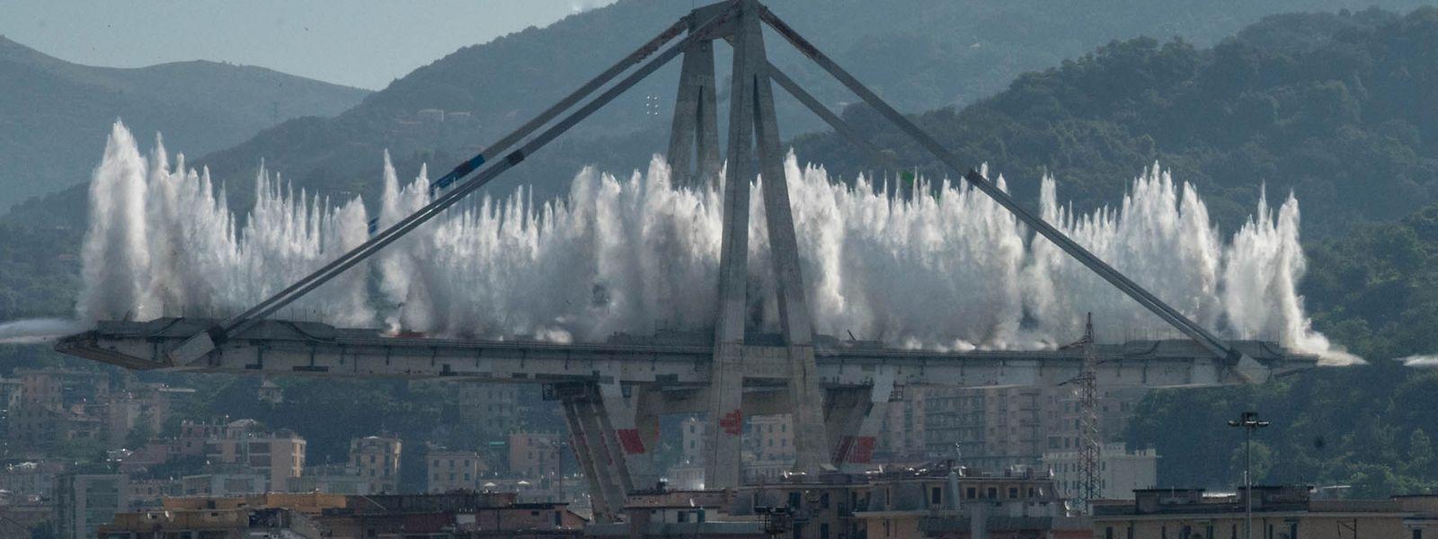 Die restlichen Pfeiler der Morandi-Brücke wurden am 28. Juni 2019 in einer geplanten Explosion gesprengt.