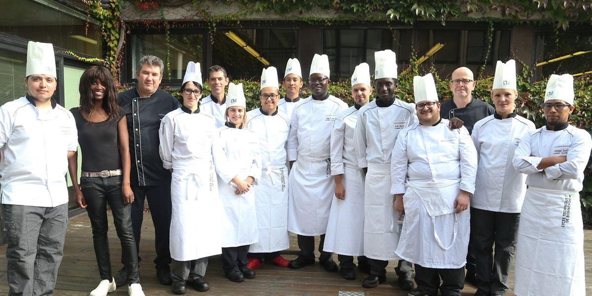 """11 Schüler des """"Lycée Technique de Bonnevoie"""" kochen Gourmet-Gerichte bei """"Saint-Paul""""."""