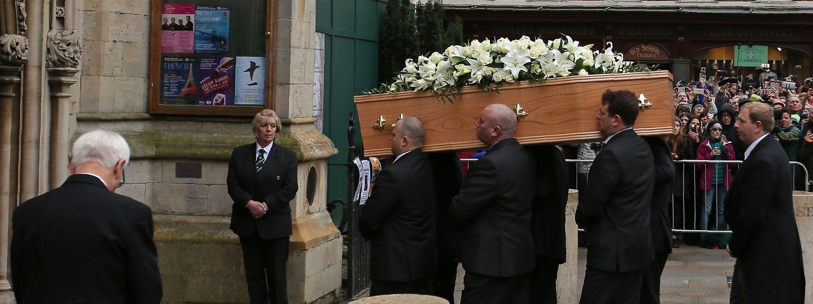 Abschied von Stephen Hawking - Trauerfeier in Cambridge