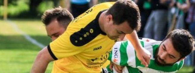 Actuellement blessé, c'est du bord de la touche que Nelson Gonçalves encourage ses partenaires de Bissen