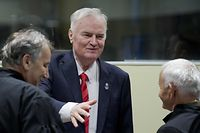 """Former Bosnian Serb commander Ratko Mladic (C) enters the International Criminal Tribunal for the former Yugoslavia (ICTY), on November 22, 2017, to hear the verdict in his genocide trial. Dubbed """"The Butcher of Bosnia,"""" Mladic's trial is the last before the ICTY, and the judgement has been long awaited by tens of thousands of victims across the bitterly-divided region, seeking to close a chapter in the brutal 1990s Balkans conflicts.  / AFP PHOTO / POOL / Peter Dejong"""