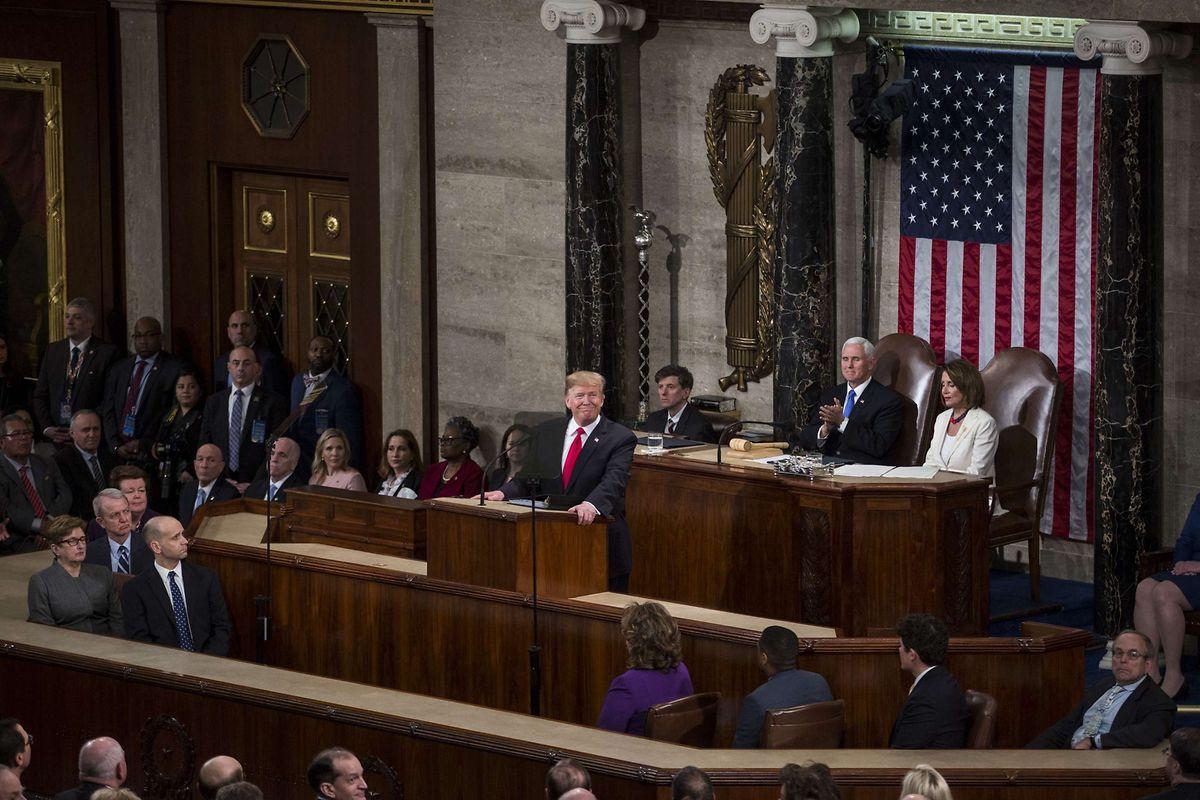 """Eigentlich wollte Trump bereits in der vergangenen Woche im Abgeordnetenhaus sprechen, doch Pelosi untersagte ihm das wegen des """"Shutdowns"""" - Trump musste klein beigeben. Nun ruft Trump in seiner Ansprache zur Einheit und zur Überparteilichkeit auf."""