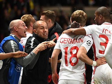 Monaco's Portuguese coach Leonardo Jardim (2ndL) celebrates after Monaco's French forward Valere Germain (C) scored his team's third goal during the UEFA Champions League 2nd leg quarter-final football match AS Monaco v BVB Borussia Dortmund on April 19, 2017 at the Louis II stadium in Monaco.  / AFP PHOTO / BORIS HORVAT