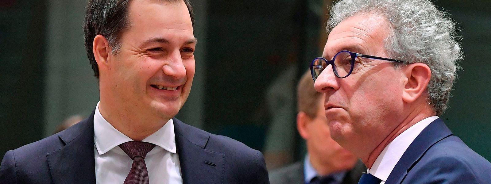 Pierre Gramegna (R) im Gespräch mit seinem belgischen Amtskollegen Alexander De Croo.