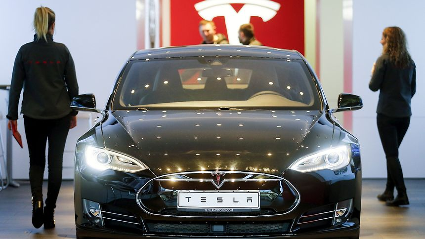 Tesla startet eine Rückrufaktion wegen Problemen mit der Feststellbremse.