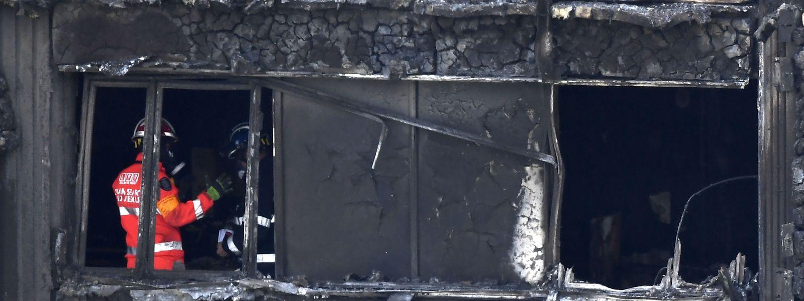 Die Suche nach weiteren Opfern wird durch die Instabilität des Gebäudes erschwert.