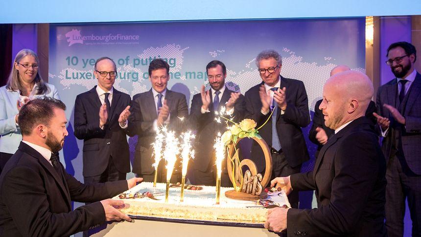Am Abend gab LFF einen Empfang im Cercle Cité. Mitgefeiert haben auch Denise Voss (ALFI), Luc Frieden, Nicolas Mackel (LFF), Erbgroßherzog Guillaume und Pierre Gramegna.