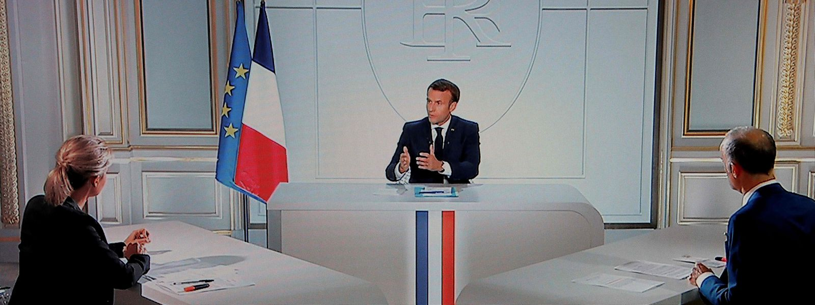 Au cours de son intervention, le président français a déclaré que le virus serait au moins présent jusqu'à l'été 2021.