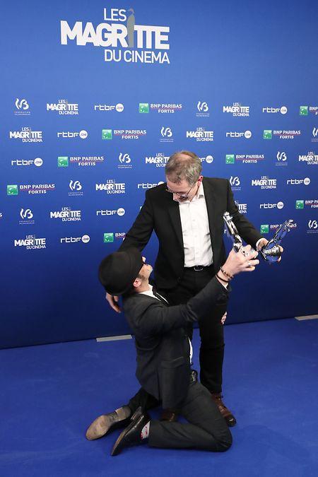 """Olivier Masset-Depasse (à gauche) s'est vu décerner samedi soir le Magritte de la meilleure réalisation pour son film """"Duelles"""", lors de la 10e cérémonie des Magritte du cinéma qui s'est déroulée au Square à Bruxelles."""