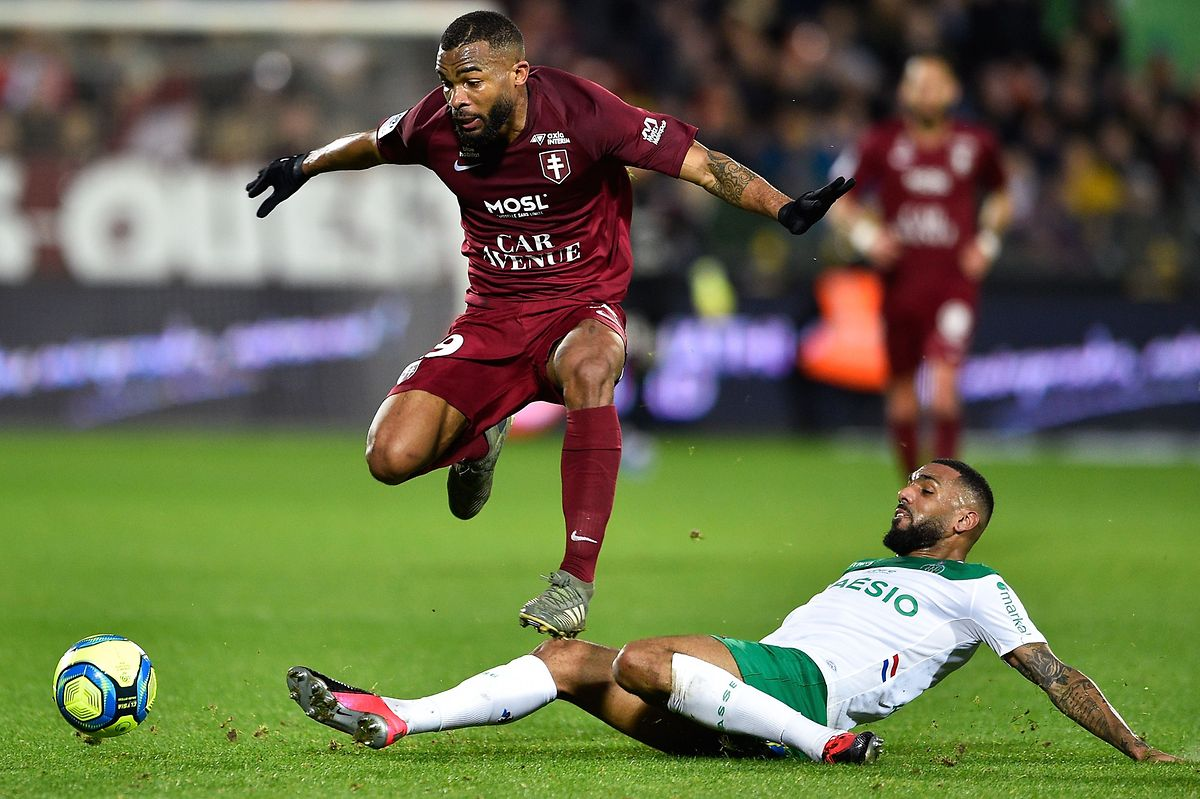 Metz's Ivorian midfielder Habib Maiga (L) fights for the ball with Saint-Etienne's French midfielder Yann Mvila during the French L1 football match between Metz (FCM) and Saint-Etienne (ASSE) at the Saint Symphorien Stadium in Longeville-les-Metz, eastern France, on February 2, 2020. (Photo by JEAN-CHRISTOPHE VERHAEGEN / AFP)