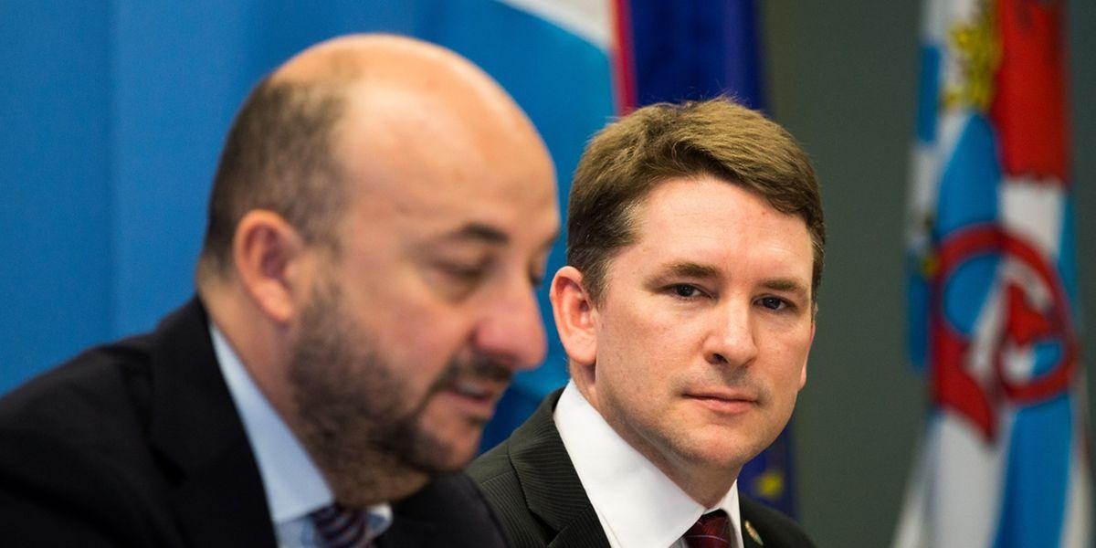 Etienne Schneider, ministre de l'Economie, et Chris Lewicki, PDF de Planetary Resources ont signé un protocole d'accord ce lundi.