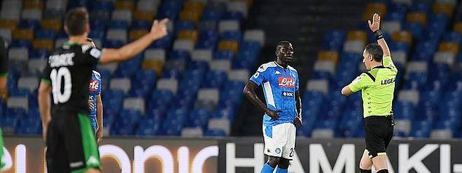 Schiedsrichter Gianluca Aureliano stand im Mittelpunkt.